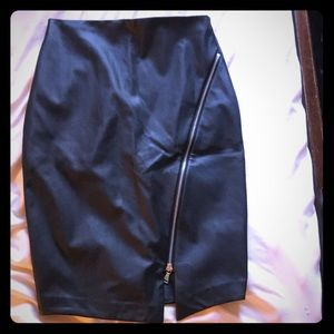 Express leather Skirt with front zipper